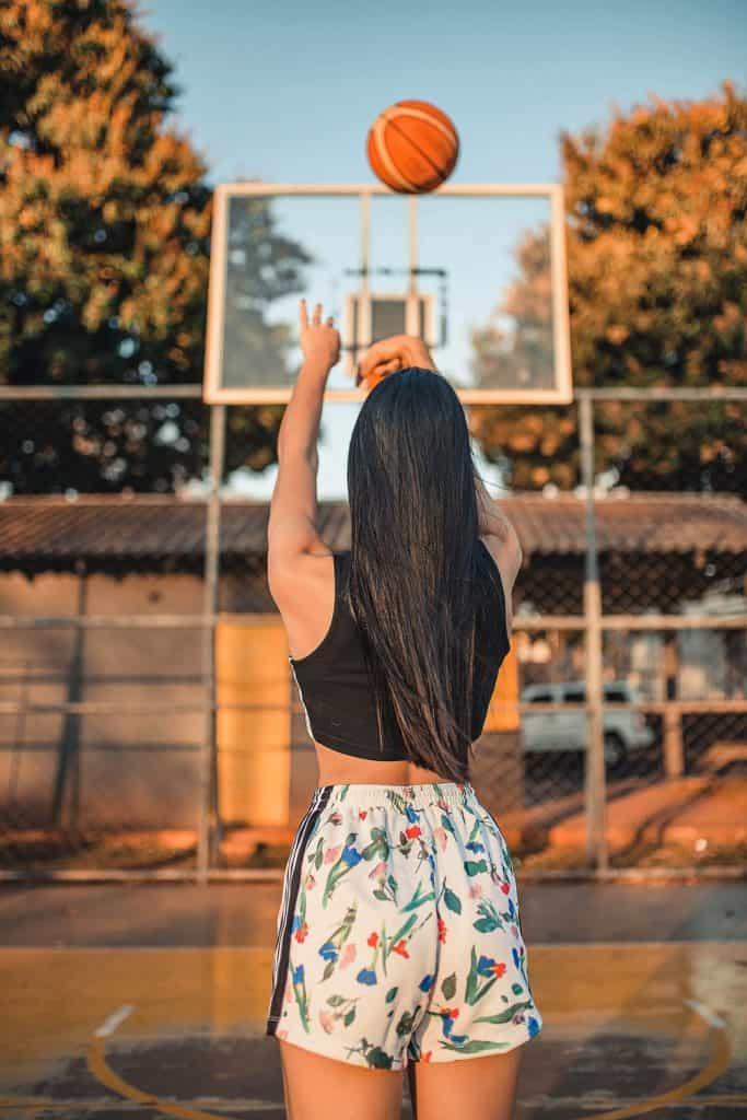 girl shoot three point